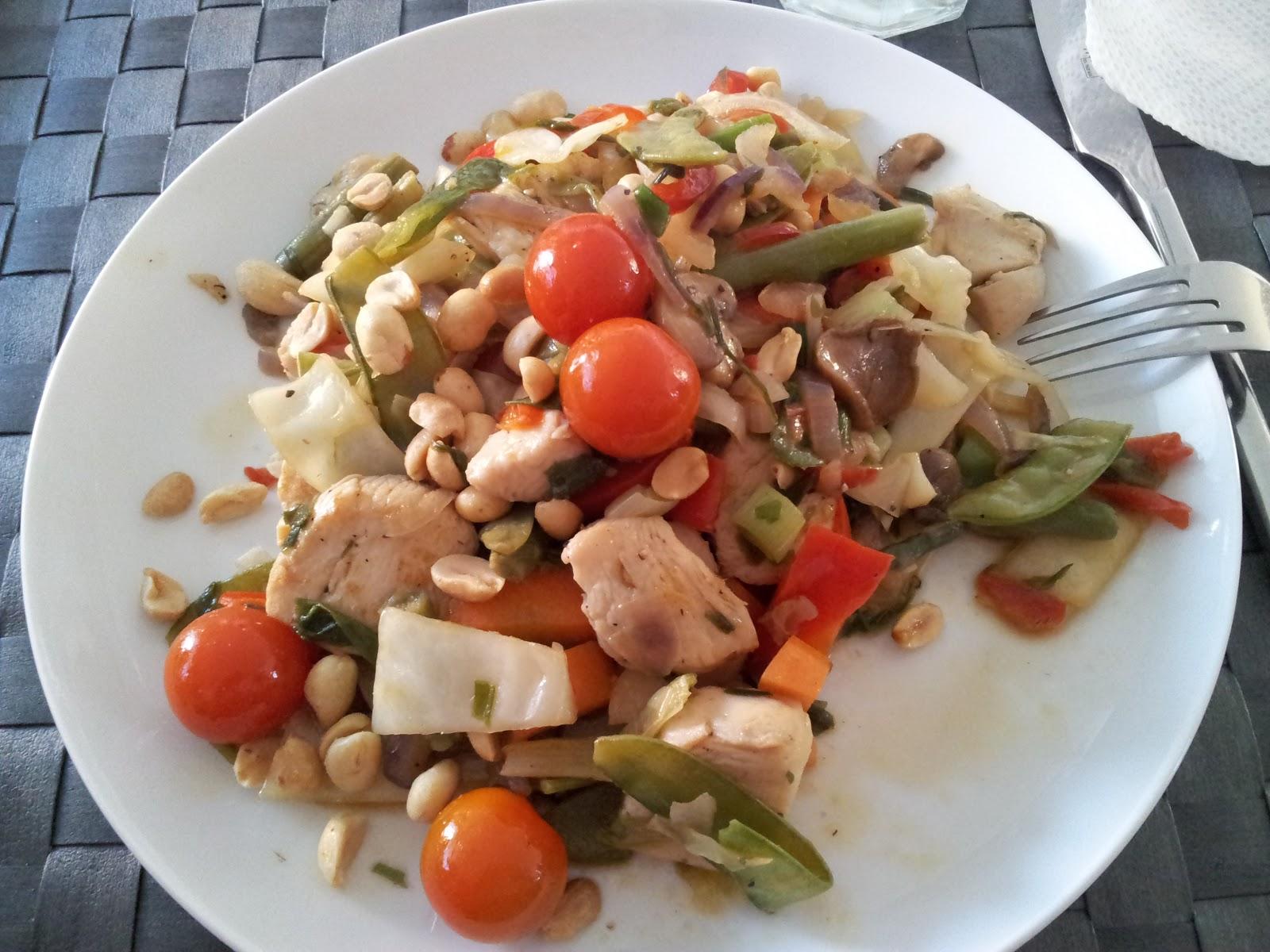 Sundt og lækkert: Wok med kylling og peanuts