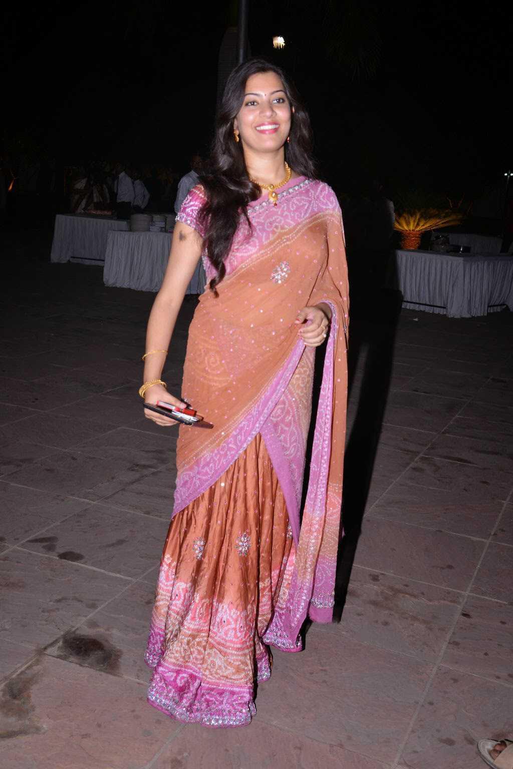 Tollywood Singer Hip Navel Show In Pink Saree Geeta Madhuri