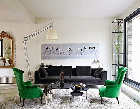 sala con acento verde esmeralda