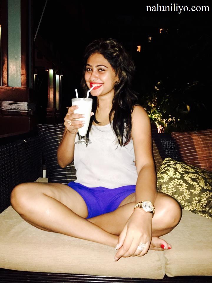 Piumi Hansamali hot legs