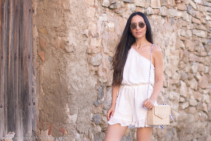 Blogger influencer valencia con ideas de look con mono para vestir verano paseo playa fotos bonitas en Valencia