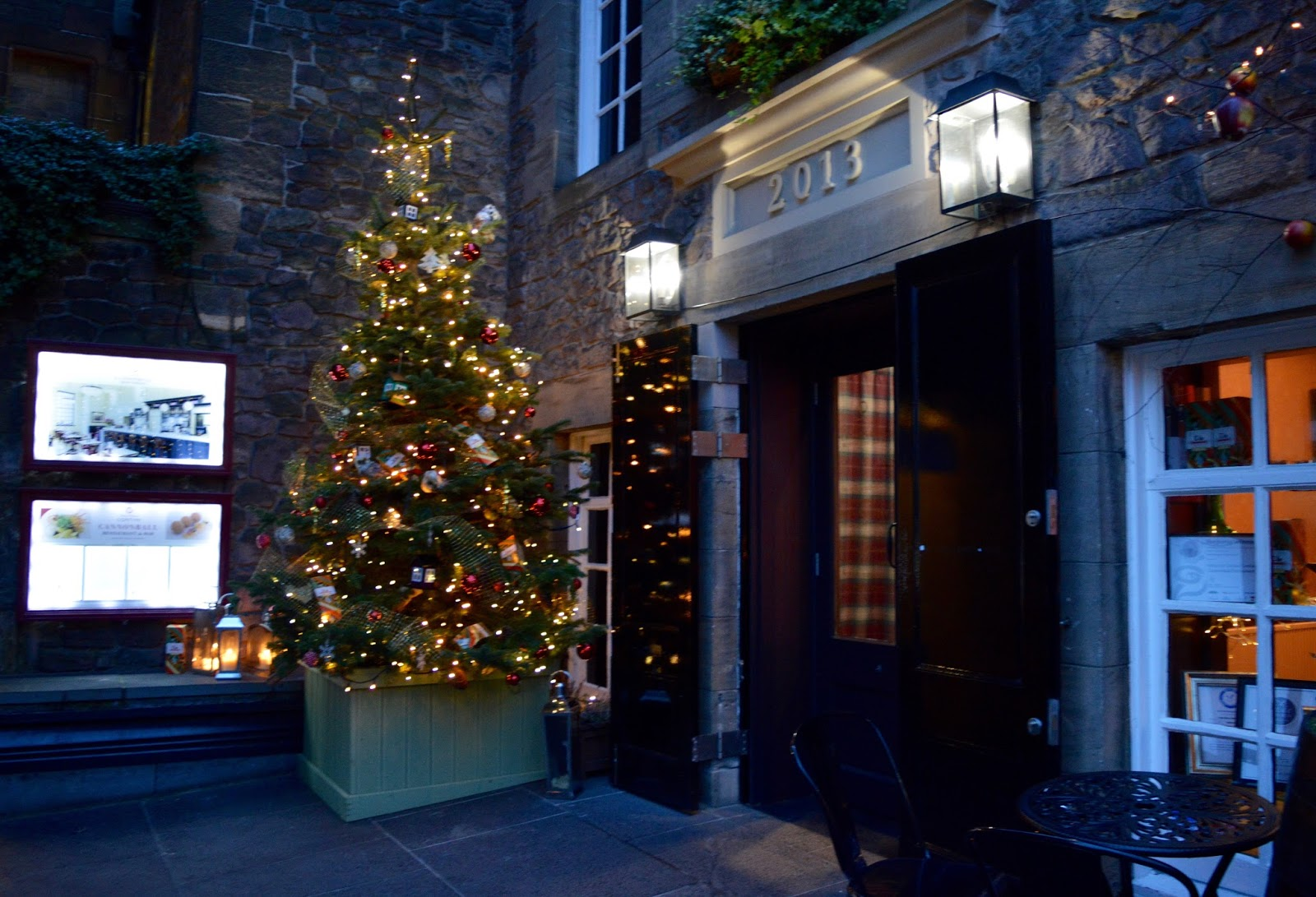 10 Reasons to Visit Edinburgh in December