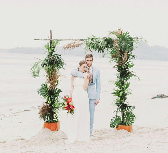 altar realizado con palmeras