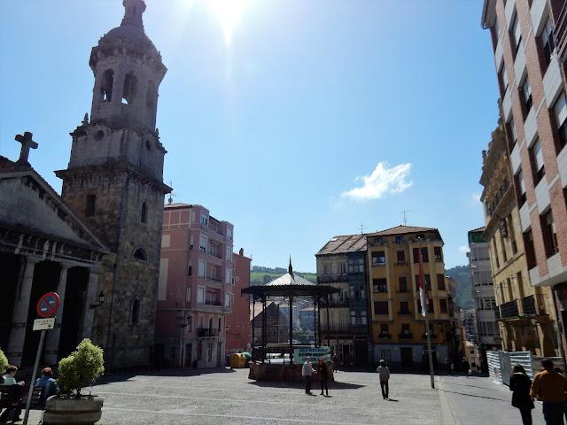 Plaza Sabino Arana, Bermeo, Urdaibai, País Vasco, Elisa N, Blog de Viajes, Lifestyle, Travel, Goyenechea, Argentina