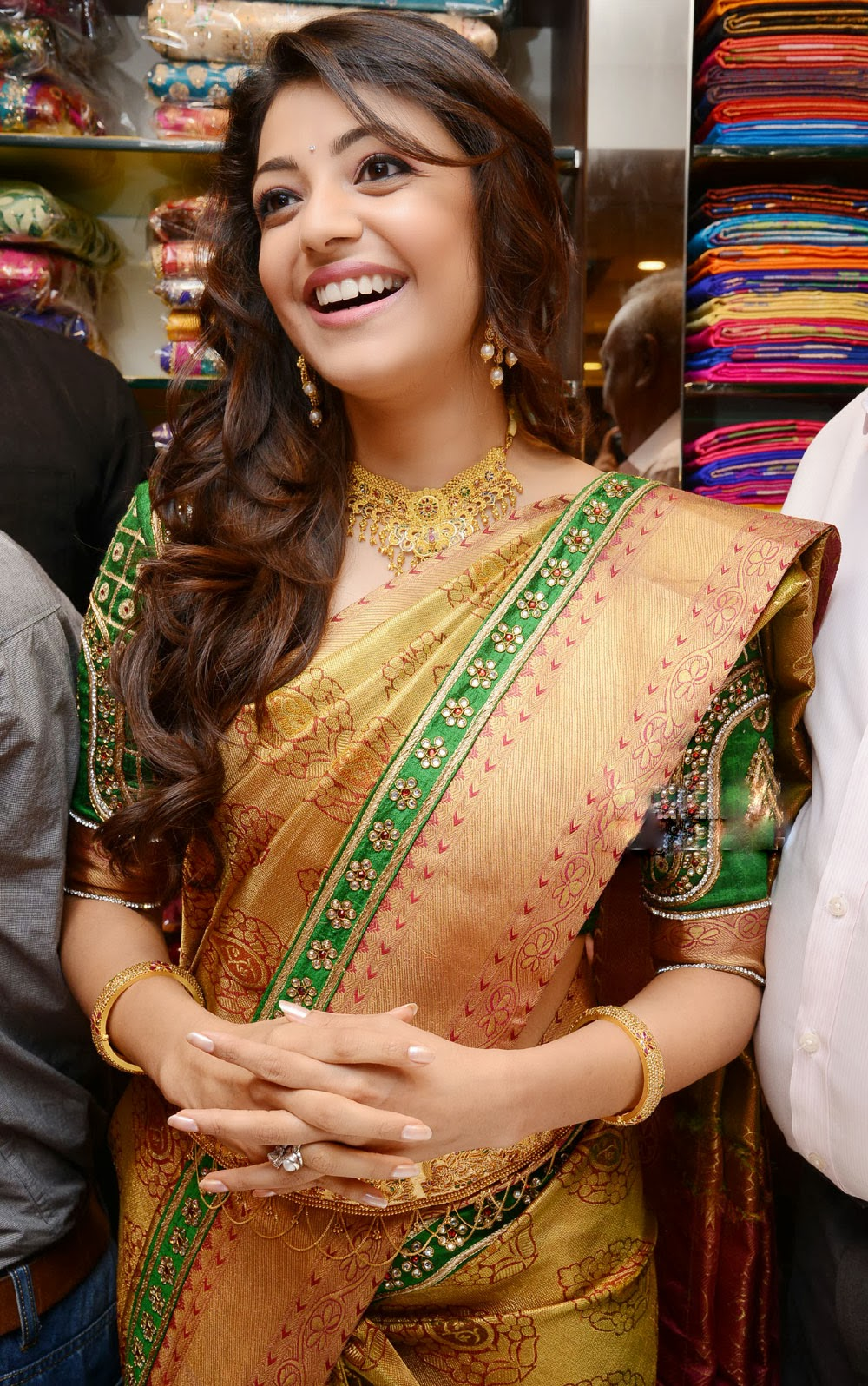 Kajal Agarwal smile, Kajal Agarwal hot in saree