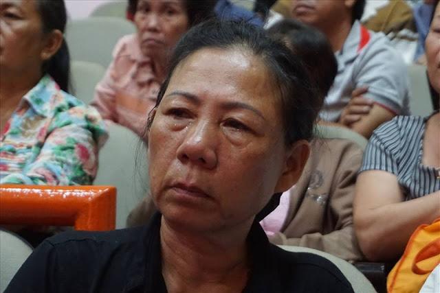 Người dân rơi nước mắt tại buổi tiếp xúc cử tri