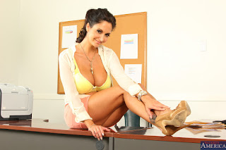Ava-Addams-%3A-Fucking-in-the-desk-with-her-bubble-butt-%23%23-NAUGHTY-AMERICA-k6vw0mrvul.jpg