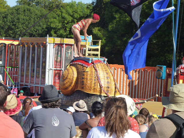 snail act at the insect circus
