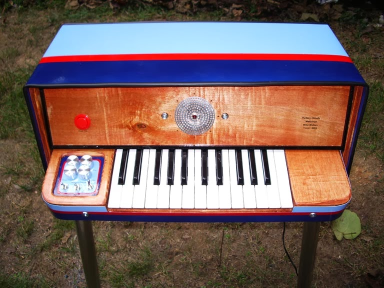 Check out this DIY mellotron made from 14 Walkmans | All