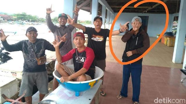 Honorer Dinas Kelautan Sukabumi Dipecat gegara Pose Dua Jari