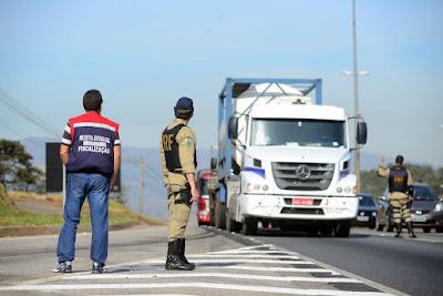 CNI aciona STF contra lei que criou o 'vale-pedágio' no transporte de cargas