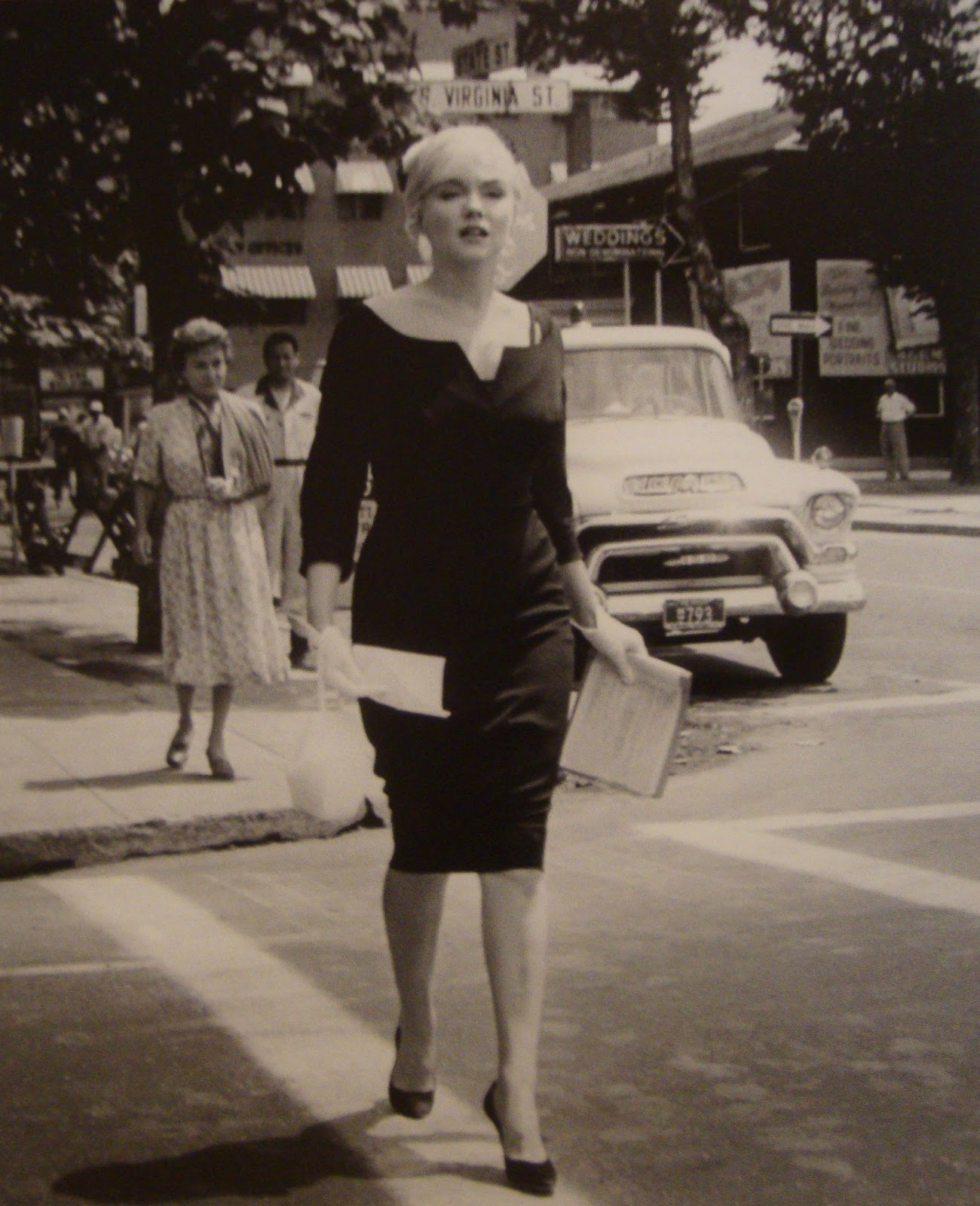 Kittens   Aprons  The Personal Style of Marilyn Monroe e3682eedf58a