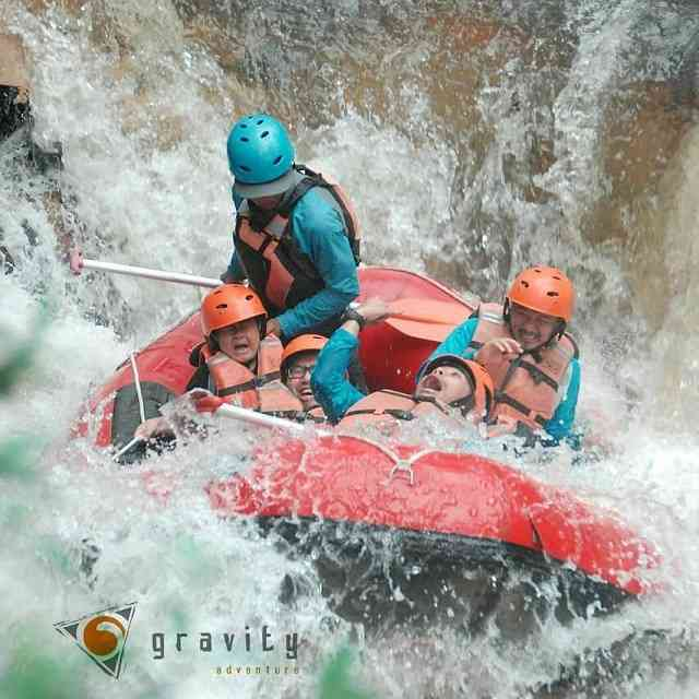 serunya rafting bersama gravity adventure