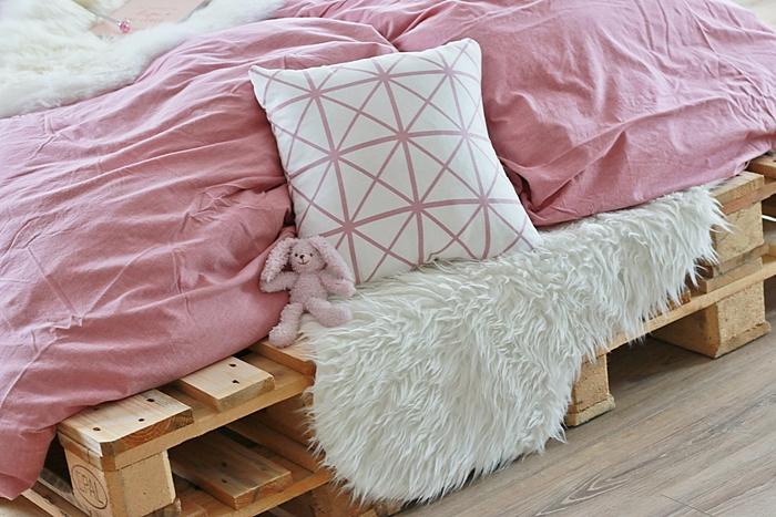 diy palettenbett selber bauen fashion kitchen. Black Bedroom Furniture Sets. Home Design Ideas