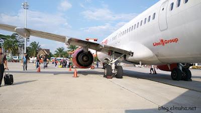 Naik ke pesawat lewat tangga belakang Tips dan Pengalaman Naik Pesawat Udara
