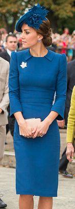księżna Kate w niebieskiej sukience i toczku