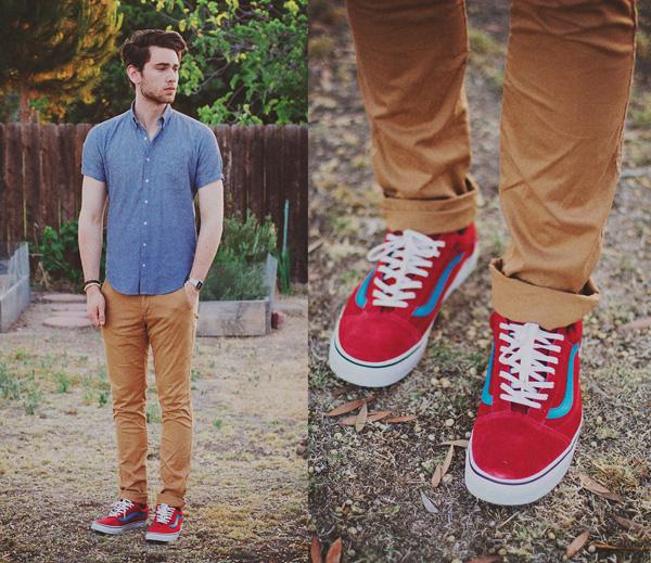 Look Masculino com Calça Marrom Terrosso Vermelho