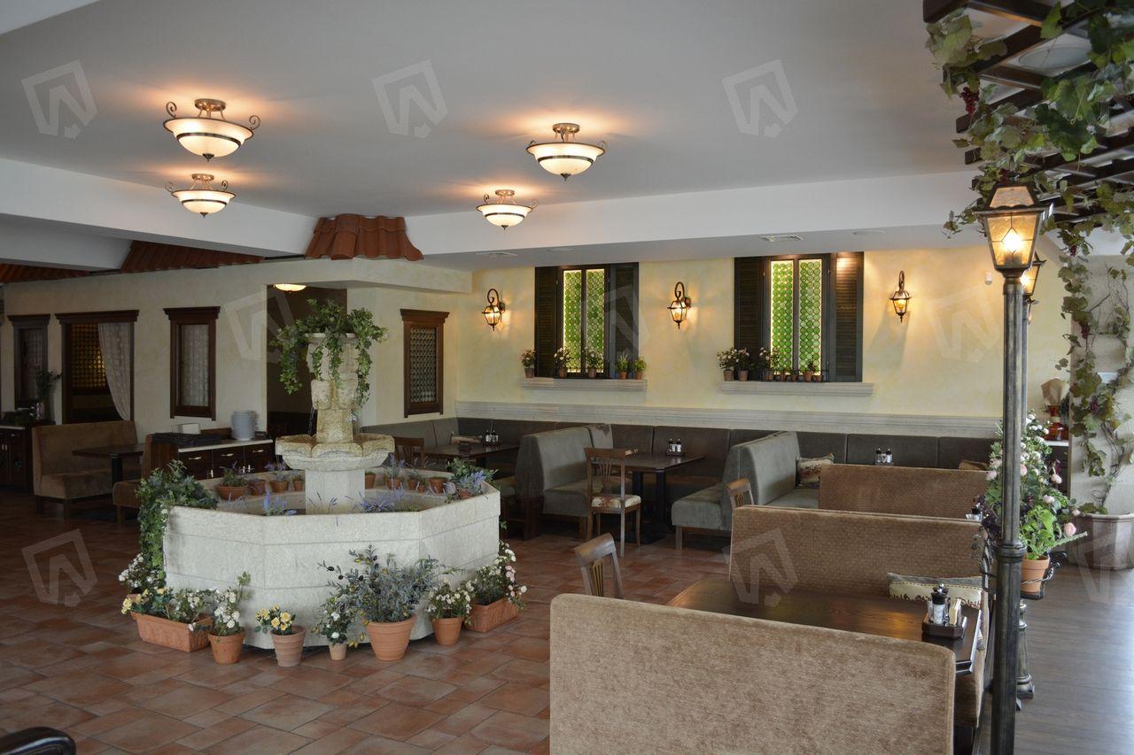 Система вентиляции создает комфортный микроклимат в зале ресторана