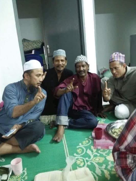 Pelakon Acappan Disahkan Peluk Islam