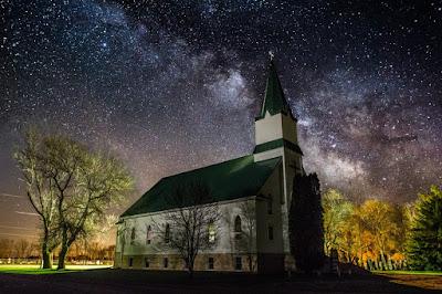 O que é a igreja universal e como ela é diferente da igreja local?