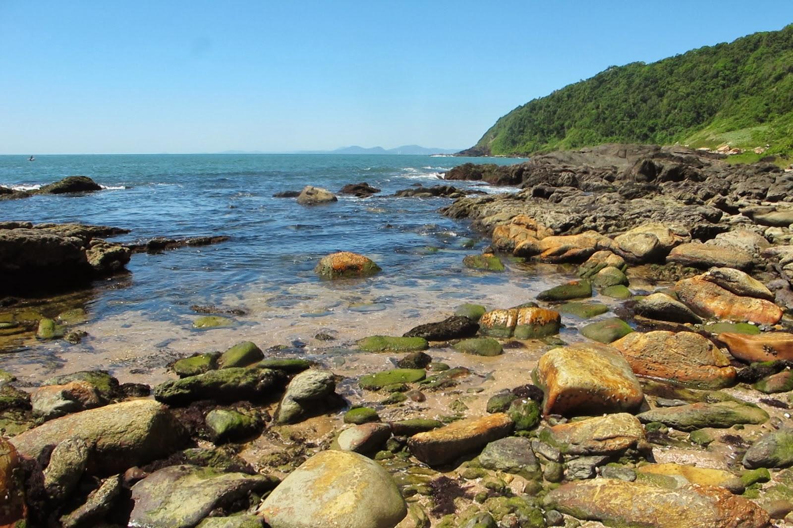 Pedras na Praia Vermelha, em Penha, no litoral catarinense.