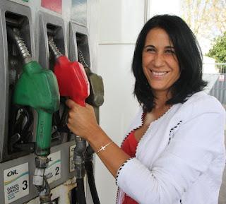 Argumento. La empresaria Analía Salguero dijo que la intención del cobro del plus es evitar que sigan cerrando estaciones de servicio por falta de rentabilidad o que tengan que llegar a despedir personal.