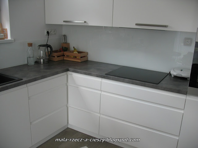 Jakie nowatorskie rozwiązanie zastosowałam do narożnikowej szafki kuchennej?