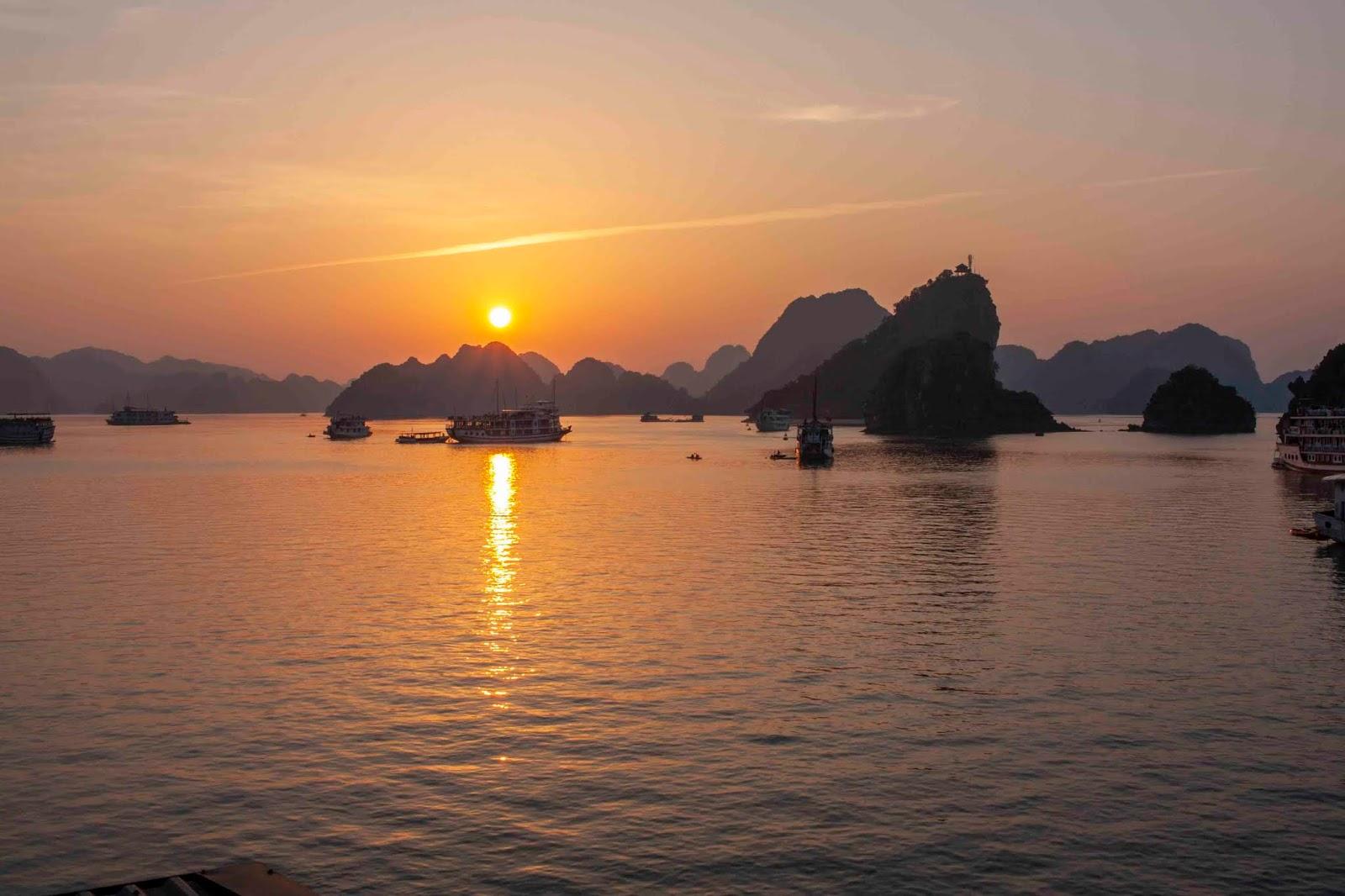 Por do sol na Halong Bay