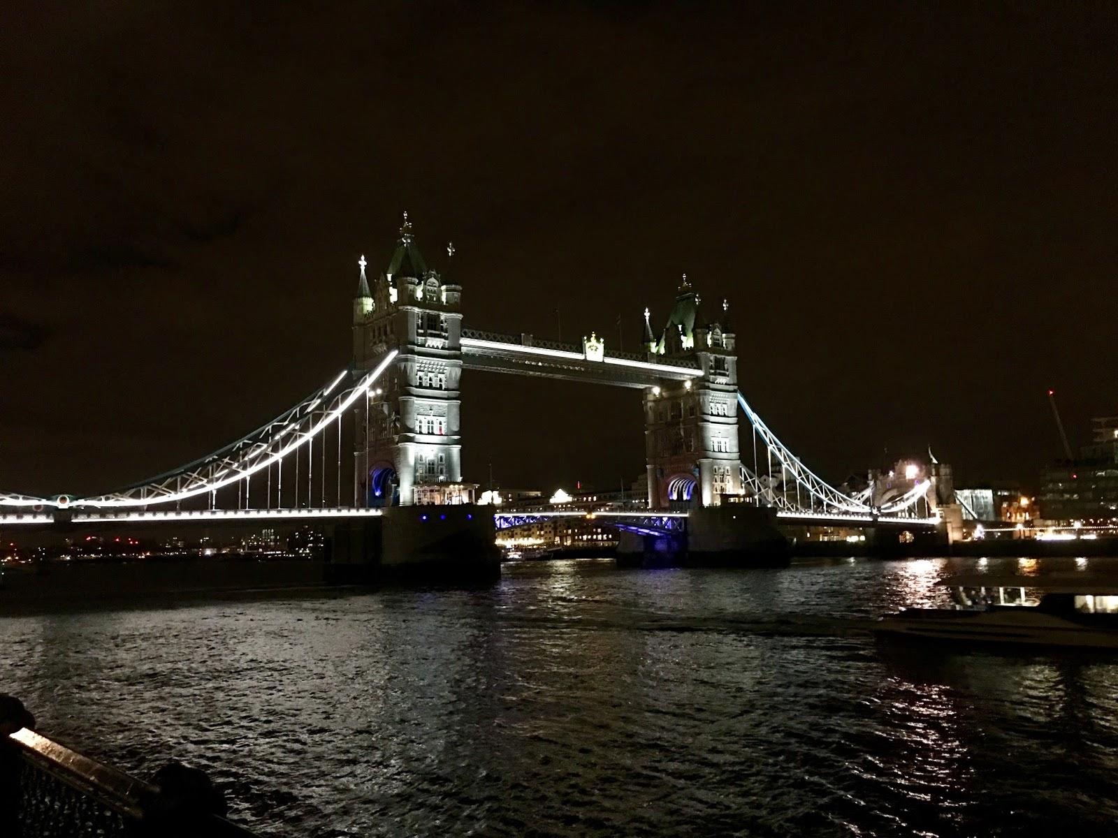 London Tower Bridge by night bei Nacht