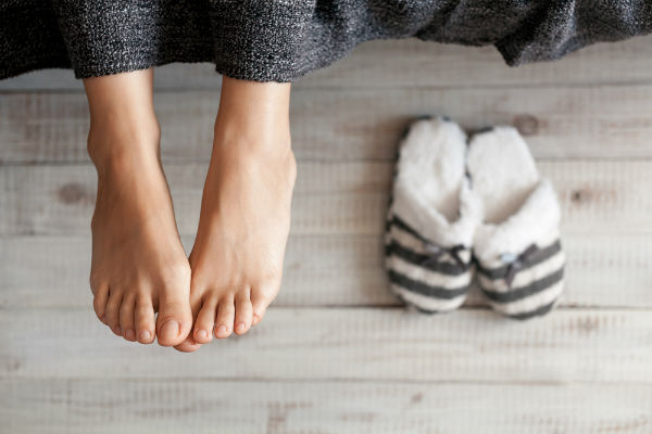 برودة القدمين مؤشر على مرض خطير! لن تصدق ما هو