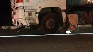 Jovem morre após colisão entre motocicleta e carreta na Alça Sudoeste, em CG