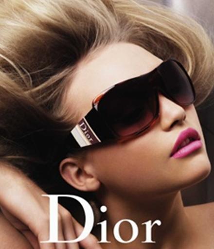 f946fa794ff Las gafas de sol son uno de los complementos que mejor combinan con las  prendas de ropa mas fashion.Su uso constante por parte de los famosos para  ocultar ...