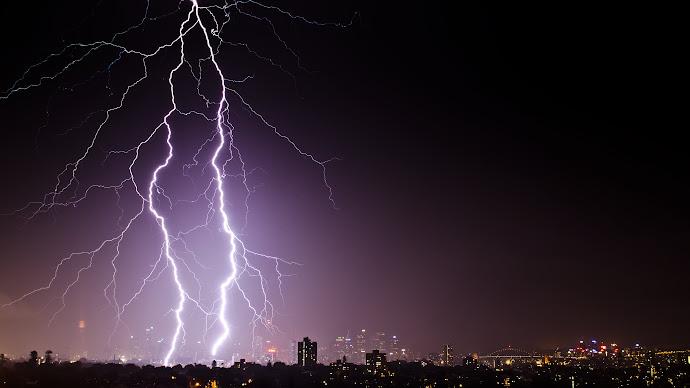 Wallpaper: Lightning and thunder in Sydney