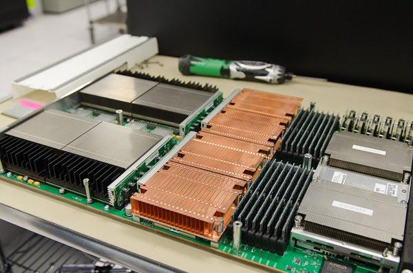 uma placa do super computador Titan: 4 Opteron AMD (16 núcleos) + 4 NVIDIA Tesla K20X