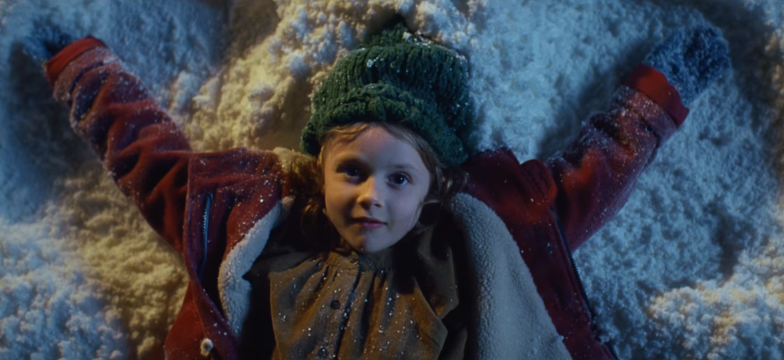Adorable Little Girl Decides A Star Would Be The Perfect Gift For Mum this Christmas In Lloyds Bank Apple Pay Advert