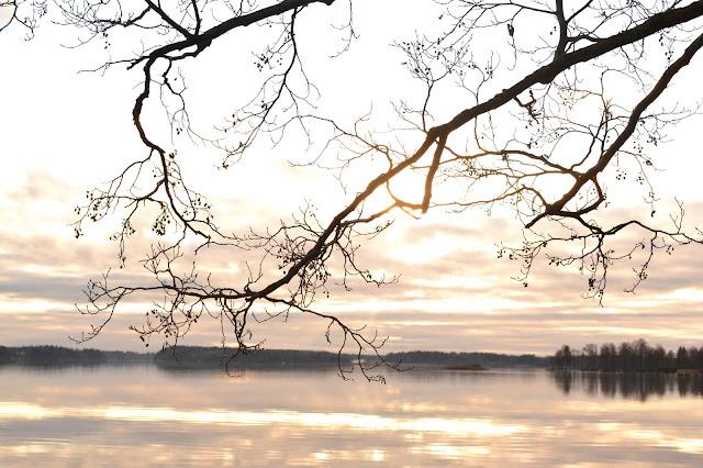 Saippuakuplia olohuoneessa- blogi, kuva Hanna Poikkilehto, valokuvaus, Vanhakylänniemi, syksy, Järvenpää,