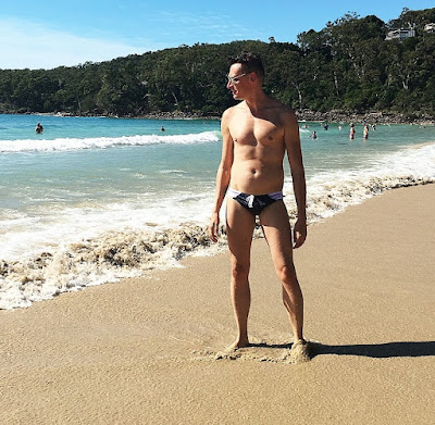 GAY GUYS LOVE THEIR AUSSIEBUM SPEEDOS