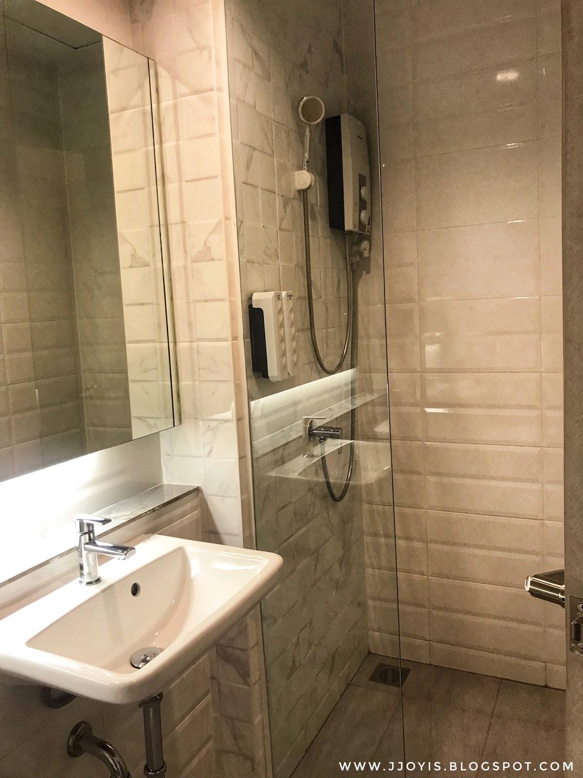 Martin villa Bangkok Pratunam hotel toilet clean