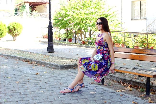 ljubicasta haljina sa cvetnim printom