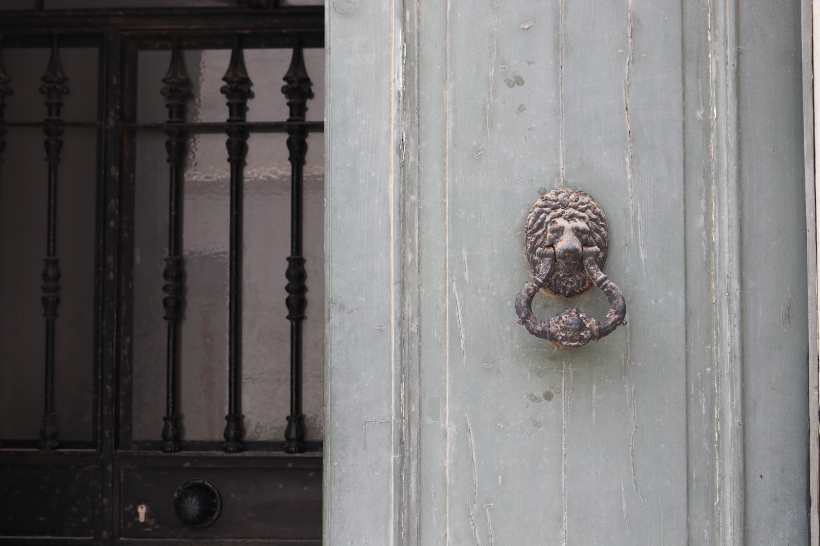 Lion door nob in Tarifa, Spain