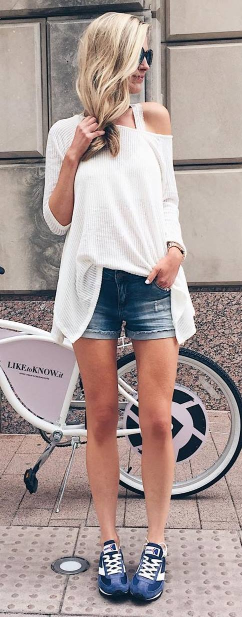 cool street style outfit: top + shorts + sneakers