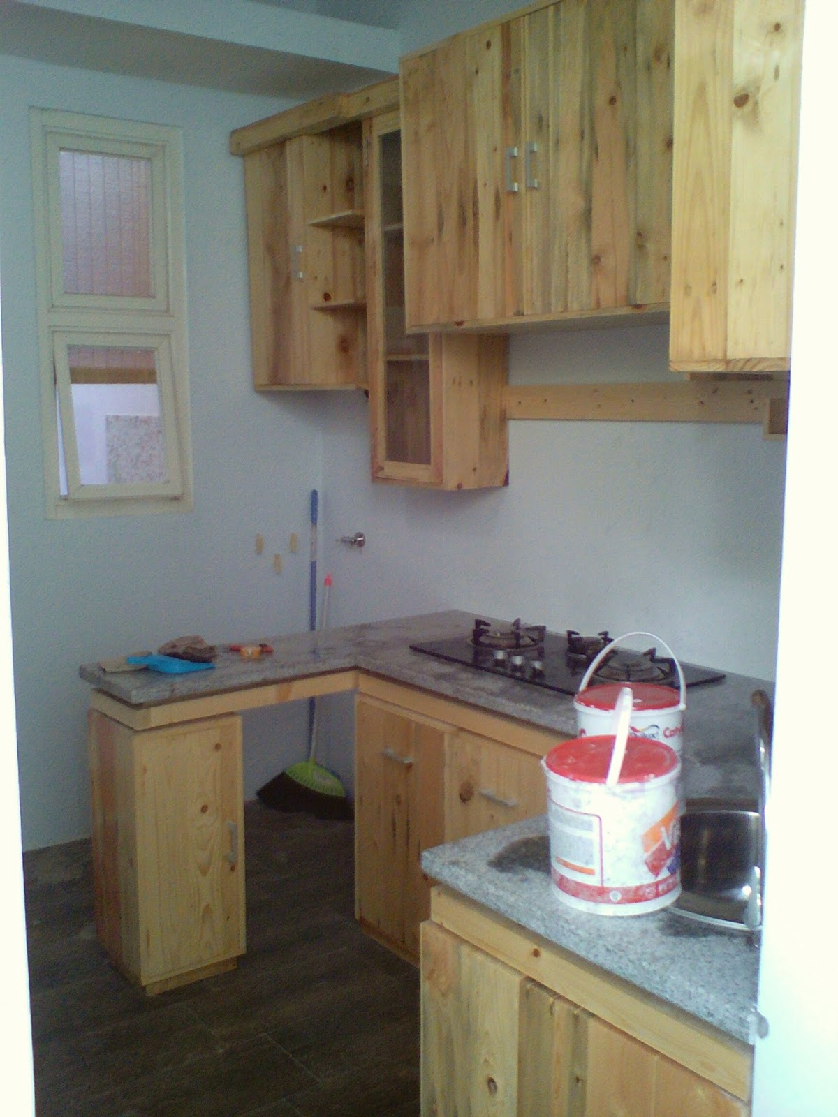 Kitchen set kayu pinus kitchen set kayu for Kitchen set kayu