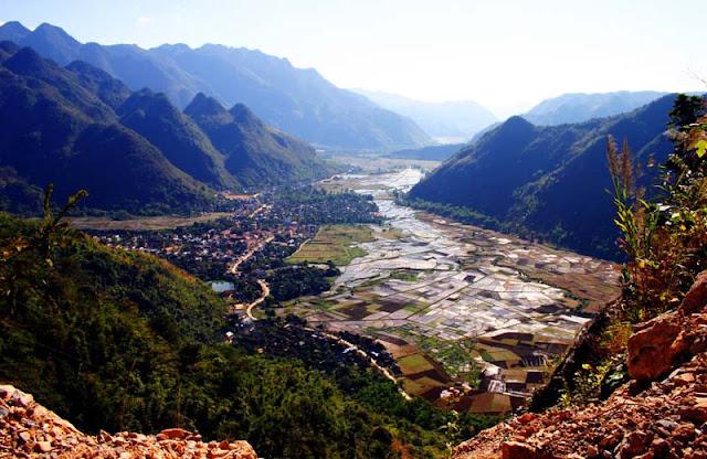 Toàn cảnh Mai Châu từ đèo Thung Khe