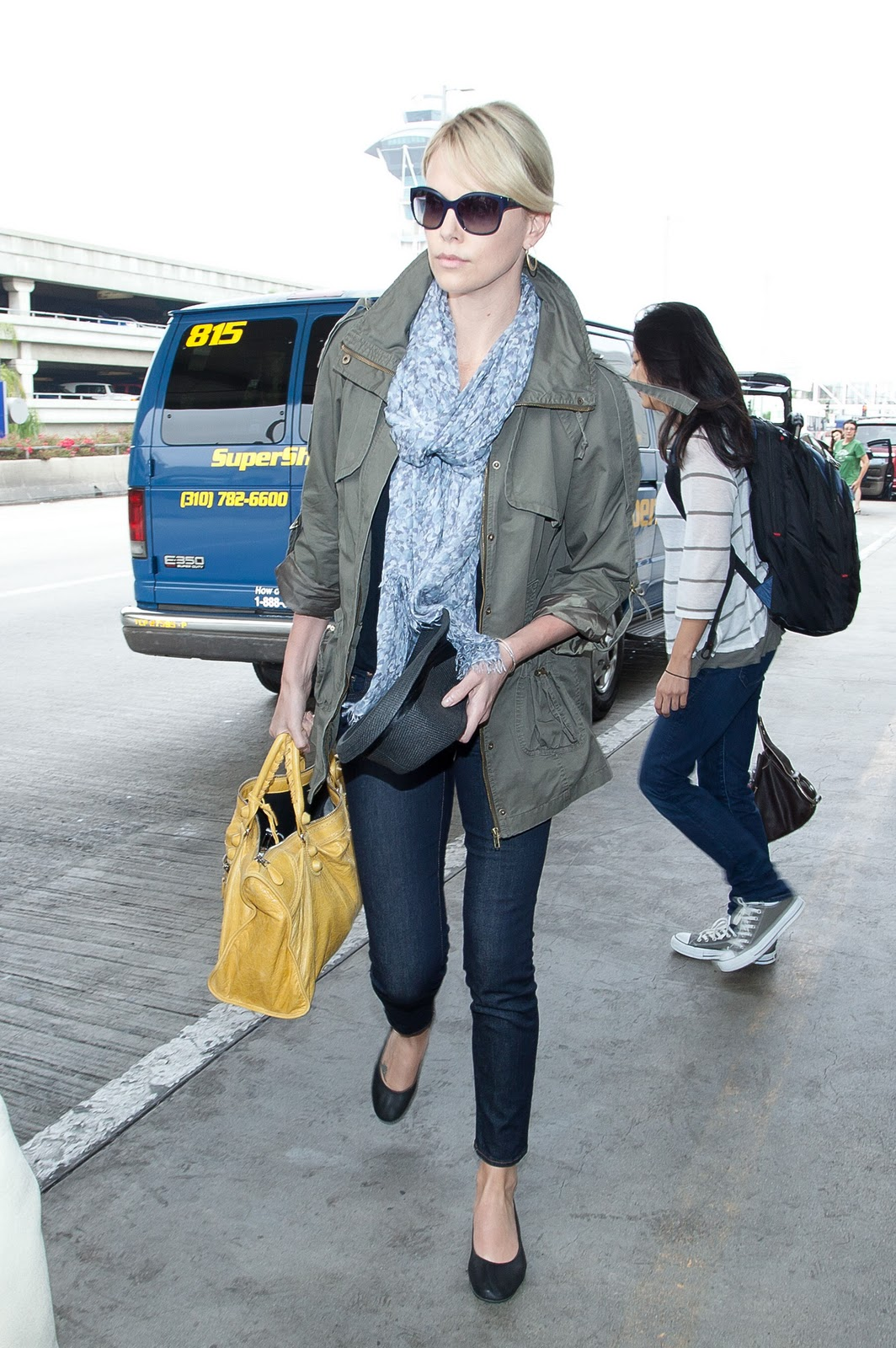 Charlize theron casual style new foto