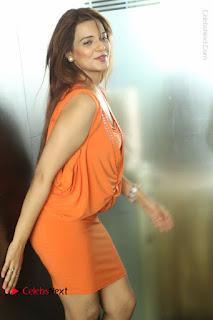 Actress Saloni Aswani Pos in Short Dress at Meelo Evaru Koteeswarudu Movie Interview  0260.JPG
