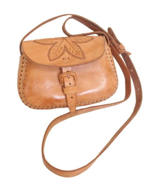 http://nuts-smith.biz/et-accessories-bag-35-leather-pochette
