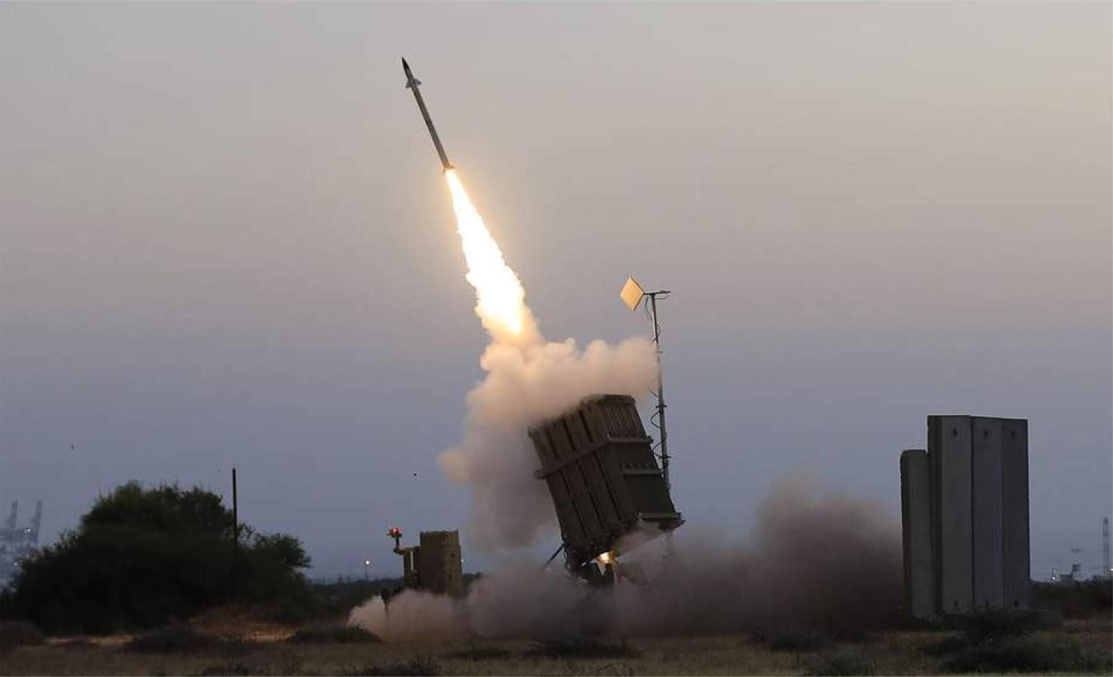 Dua roket yang diluncurkan dari Jalur Gaza meledak di Tel Aviv