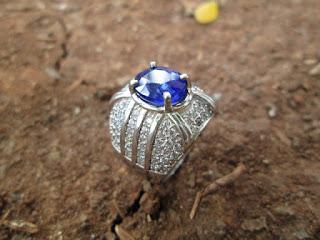 Natural Blue Safir Istimewa Ikatan Perak Mewah Harga Terjangkau (SF012)