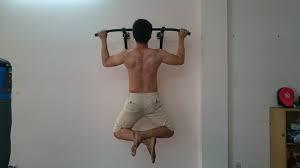 Giữ dáng người thăng bằng khi tập xà đơn đa năng