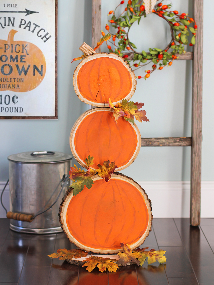 How to make a reversible wood slice craft for fall and Christmas